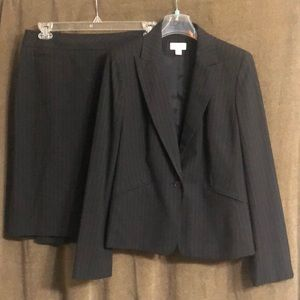 Ann Taylor LOFT dress suit—jacket w/skirt, size 8